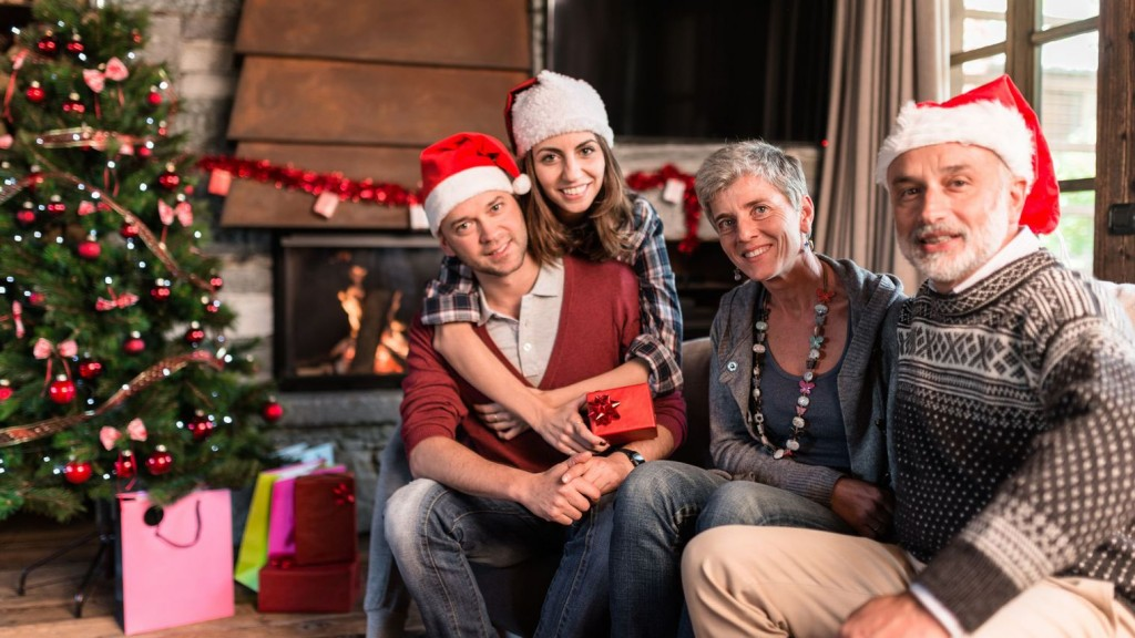 family-on-the-living-room-for-christmas_5727525