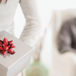9-cadeaux-à-offrir-à-votre-homme-pour-Noël-selon-le-statut-que-vous-lui-donnez….jpg